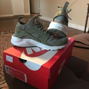 Nike huarache 8.5 men/ 10 women